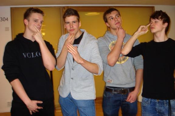 Hyrylän lukion väittelyjoukkue vuosimallia 2012 Miro Pennanen, Jesse Tuominen, Ville Koskinen ja Sebastian Karling.