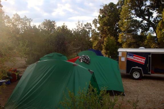 Teltat jouduimme pystyttämään itse.