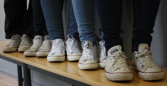 Valkoiset Converset ovat hyvin suosittuja koulussamme