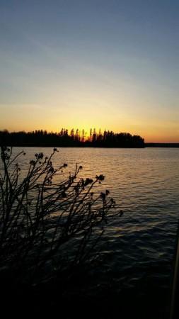 Kaunis auringonlasku Tuusulanjärjellä