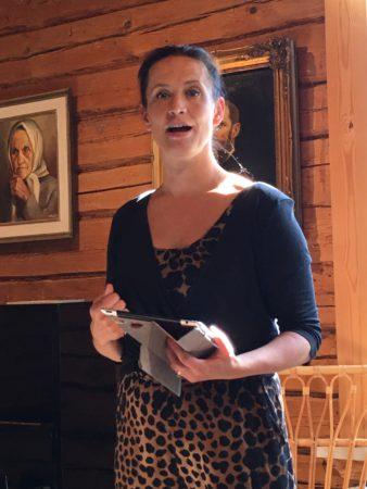 Maija Vilkkumaa puhui Erkkolassa. (kuva: Minna Pessa-Makkonen)