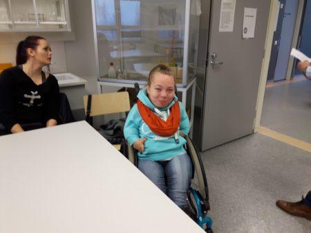 Sanna-Leena Salminen kertoi lukiolaisille elmästään.